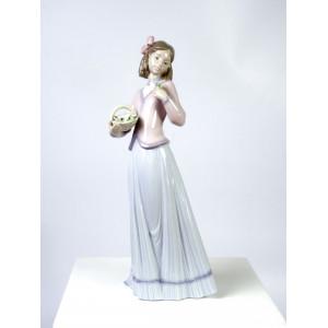Lladro Figurine 7644...