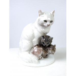 Rosenthal Cat with Kittens...
